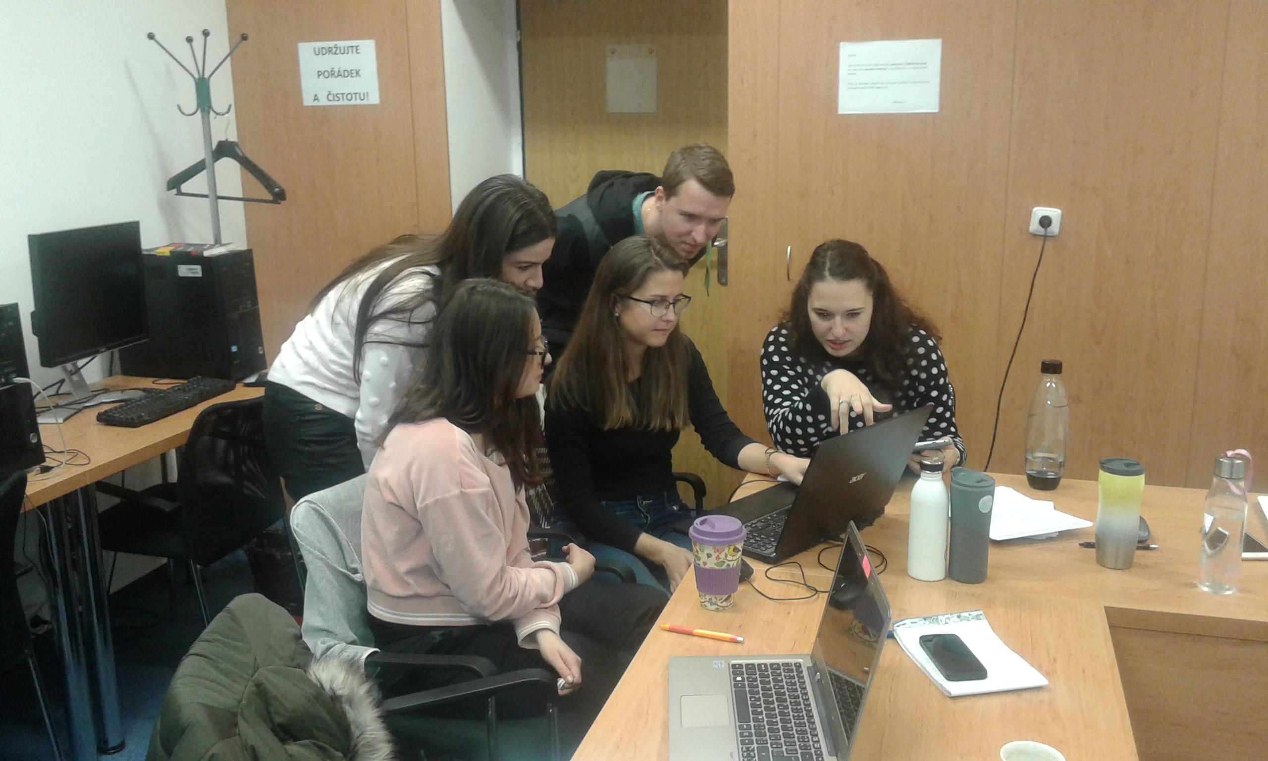 Gratulace! Studenti vedlejší specializace KREG uspěli v meziuniverzitní soutěži České evaluační společnosti